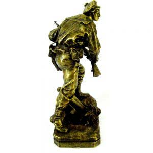Кабинетная скульптура «Морской пехотинец». Бронза, патинирование. Отливка братьев Сюсс по модели Аристида Кройси. Франция, Париж, вторая половина XIX века. Высота 35 см.
