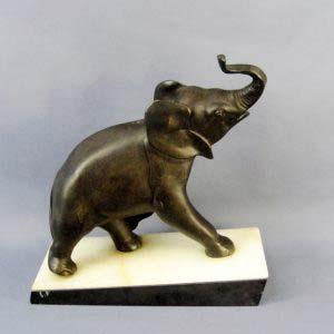Кабинетная пластика «Слонёнок» I.RocHard. Шпиатр, патинирование, мрамор. Европа, начало XX века (стиль «арт-деко). Размеры: 29х32х31см.