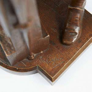 Скульптура «Оружейный мастер». Бронза, патинирование. Европа, XIX век. Высота: 49 см.