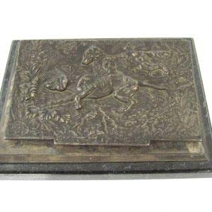 Пресс-папка для бумаг «Охота». Металл, серебрение, мрамор. Европа, XIX век. Размеры: 15х19 см.