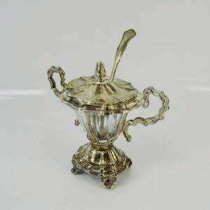 Ёмкость для горчицы. Серебро 950; М (общая) = 83,0 ( с ложкой); стекло. Франция, XIX век. Высота: 10,5 см.