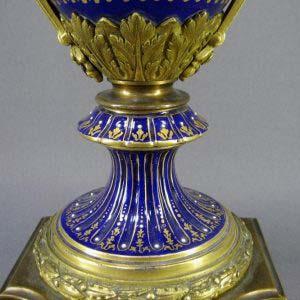 Ваза декоративная. Фарфор, ручная роспись, бронза,золочение. Франция, Севр, 1787 год. Высота: 53 см.