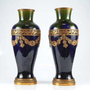 Парные вазы. Фарфор, ручная роспись, бронза, золочение. Франция, XIX век. Высота: 36 см.
