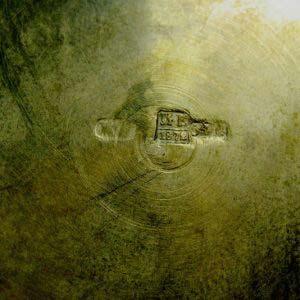 Подстаканник с дарственной надписью «Николаю Карловичу Ренненкампфу от служащих управы». Серебро 84; М=156,0 г. Россия, Москва, 1872 год. Диаметр подстаканника: 7,5 см. Высота подстаканника (с ручкой): 9,5 см.