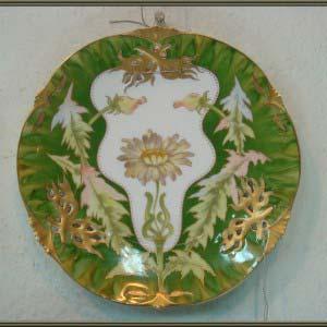 "Тарелка. Фарфор, ручная рись, золочение. Европа, XIX век ( стиль ""модерн""). Диаметр: 22 см."