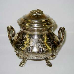Сахарница. Серебро 800; М=312,0 г. Европа, XIX век (стиль «неорококо»).