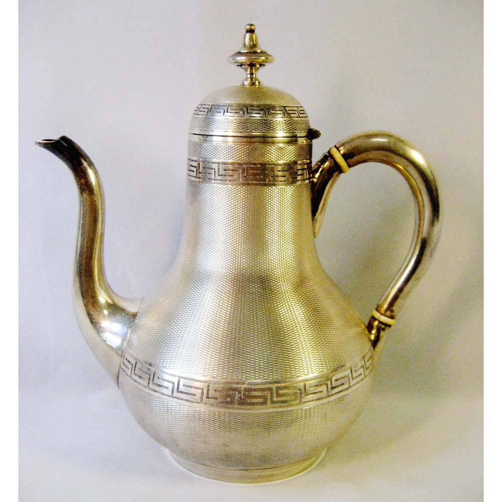 Кофейник. Серебро 800; М=418 г; кость. Европа, XIX век.