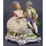 Галантная сцена «Влюблённые». Фарфор, «кружевной»  фарфор, ручная роспись. Германия, начало ХХ века. Высота: 17 см.