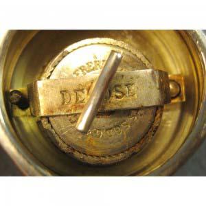 Перечница «Бочонок». Серебро 800; кость. Серебро 800; кость, сталь. Франция, XIX век. Высота: 9 см.