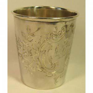 Стакан. Серебро 800, М= 48,0 г. Европа, XIX век (стиль «неорококо»).