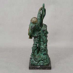 Скульптура «Пожарный» Hippolyte Francois Moreau. Бронза, патинирование (подпись сбоку «Hip.Moreau»), мрамор. Франция, рубеж XIX-ХХ веков. Высота: 37 см.