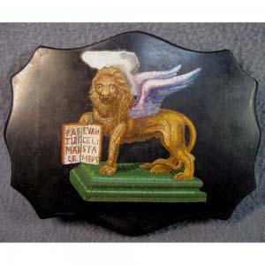 Пресс для бумаг «Венецианский Лев святого Марка». Мрамор, микромозаика. Европа, XIX век. Размеры: 18х14,5х1,5 см.