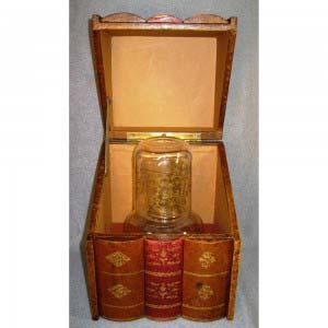 Кабинетный бар «Книги». Дерево, кожа, стекло. Франция, XIX век. Размеры: высота графина: 15 см; бар: 20х15х16 см.