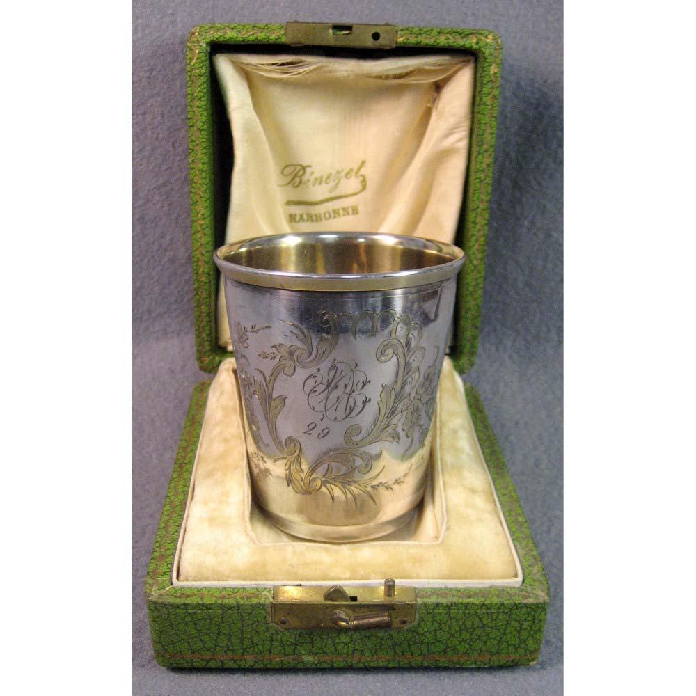 Стакан. Серебро 800, М= 74,0 г; золочение. Франция, XIX век (стиль «неорококо»).