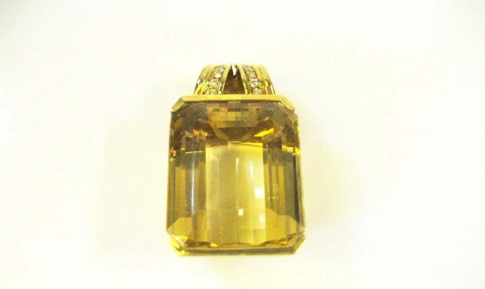 Подвеска. Золото 750: М=34,02. Вставки: цитрин (пр.) 61ct. Следов термообработки не обнаружено. 12Бр.Кр.57 4\4Б 0,20 ct. Европа, ХХ век.