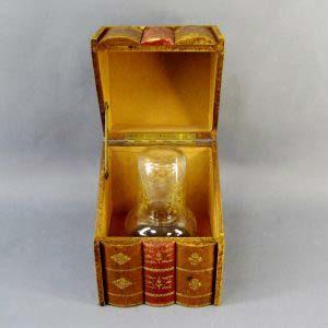 Кабинетный бар «Книги». Дерево, кожа, стекло, золочение. Франция, XIX век. Комплектность: коробка, графин, стакан. Размеры: высота графина: 15 см; бар: 20х15х16 см.