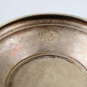 Ваза. Металл, серебрение, стекло. Клеймо «B. HENNEBERG» (братья Хеннеберг), Варшава (Польша), Российская империя, XIX век. Высота: 37 см (без стекла), 42 см (со стеклом). Диаметр: 22 см.