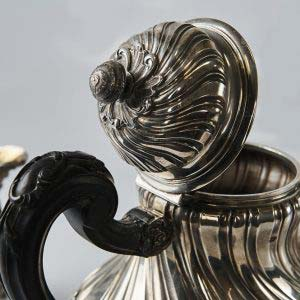 Сервиз. Серебро 950; М= 1938,0 г; золочение, дерево, резьба. Франция, Париж (мастер Кардейак). Вторая половина 19 века (стиль «неорококо»).