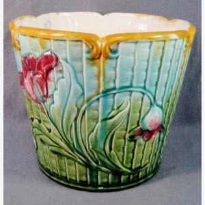 """Кашпо """"Маки"""". Керамика, ручная роспись. Франция, XIX век (стиль """"модерн""""). Высота: 16 см."""