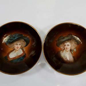 Парные декоративные тарелки. Фарфор, ручная роспись. Австрия, ХIX век. Диаметр: 25 см.