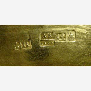 Чайник. Серебро 84, М= 496,0 г; золочение; кость. Россия, 1844 год (стиль «неорококо»).