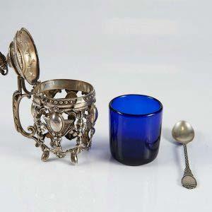 """Емкость для горчицы. Серебро 950; М= 83,0 г; кобальтовое стекло. Высота: 9,5 см. Франция, XIX век (""""ампир"""")."""