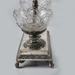 """Прибор для специй. Серебро 800; стекло. Франция, ХIХ век (стиль """"ампир""""). Высота: 19 см; длина: 18 см."""