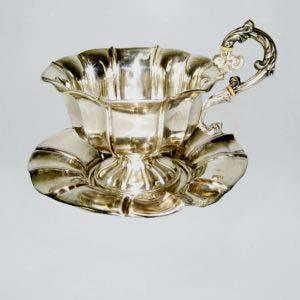 Чайная пара. Серебро 950; М=230,0 г; слоновая кость. Франция, XIX век. Высота чашки ( с ручкой) - 10,0 см; высота чашки ( без ручки- 8,0 см); диаметр блюдца - 15,0 см.