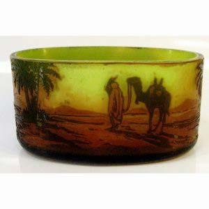 """Декоративная ваза """"Оазис"""". Многослойное стекло. Размеры: 8,5х17 см. Франция, начало XX века (стиль «арт-деко»)."""