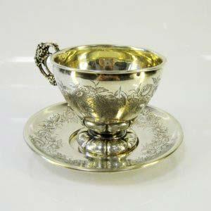 Чайная пара. Серебро 950 пробы, золочение; М=214,0 г. Франция, XIX век. Высота: 9,0 см. Диаметр блюдца: 15,0 см.