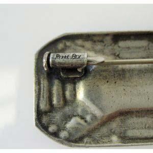 Брошь. Металл, стразы, эмаль, авантюриновое стекло. Франция, начало ХХ века. Стиль исполнения: «арт-деко». Размеры: 4,0х2,3 см.