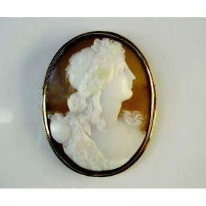 Камея. Золото 56 пробы; М= 5,80 г; агат. Россия, XIX век. Размеры: 3,0х4,0 см.