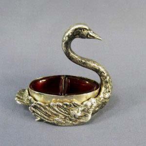"""Прибор для специй """"Лебедь"""". Металл, глубокое серебрение, розовое оригинальное стекло. Европа, XIX век. Стиль исполнения: """"модерн"""". Максимальная высота: 11,0 см."""