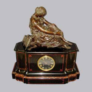 """Кабинетные часы """"Грация"""". Бронза, патинирование, мрамор. Франция, Париж. XIX век. Максимальная высота: 54,0 см; размеры подиума: 50х27х20 см."""