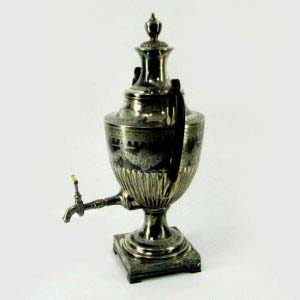 """Фонтан (сосуд) для вина. Металл, глубокое серебрение, патинирование, кость, дерево. Англия, Шеффилд; первая треть XIX века. Стиль: """"ампир"""". Максимальная высота 48,0 см; ширина (по ручкам): 35,0 см."""