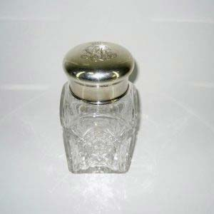 Чайница (ёмкость для чайной заварки). Хрусталь, серебро 84 пробы, пробка. Россия, 1908-1917 Высота: 15,0см.