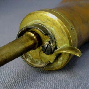 Пороховница. Металл. Западная Европа; XIX век. Максимальная длина: 18,0 см; максимальная ширина: 9,0 см.