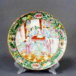Декоративная тарелка. Материал: фарфор, ручная роспись. Место исполненя: Восток. Время исполнения: XIX век. Диаметр: 21,0 см.