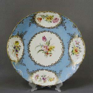 Декоративная тарелка. Фарфор, ручная роспись. Западная Европа, XIX век. Диаметр: 35,0 см.