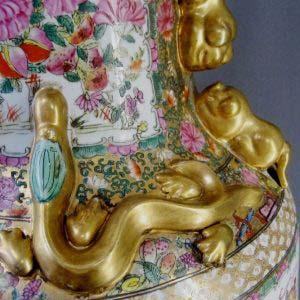 Декоративная напольная ваза. Фарфор, ручная роспись. Китай, XIX век. Высота: 93,0 см.