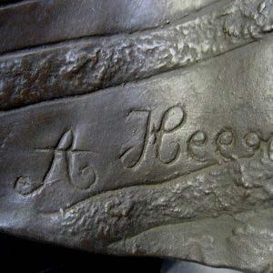 """Кабинетная скульптура """"Кармен"""". Автор: A. Heege. Металл, патинирование, дерево (подиум). Западная Европа, XIX век."""