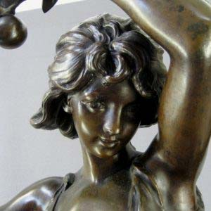 """Кабинетная скульптура «Мирей» (""""Осень""""). Автор: Hippolyte Francois Moreau. Бронза, мрамор.Франция, Париж, рубеж XIX-ХХ веков."""