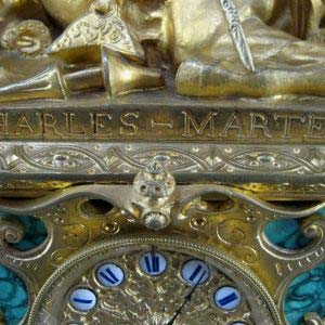 Кабинетные (каминные часы) «Битва между Шарлем Мартелем и Абдерамом, королем Саррасена». Автор скульптуры: Т. Гехтер. Бронза, золочение, малахит. Высота: 64 см. Франция, Париж, 1833-1844 годы.