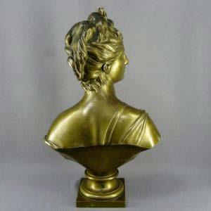 """Кабинетная скульптура """"Бюст Дианы Охотницы"""" по модели Жана-Антуана Гудона. Бронза, Франция, XIX век. Высота: 61,0 см."""