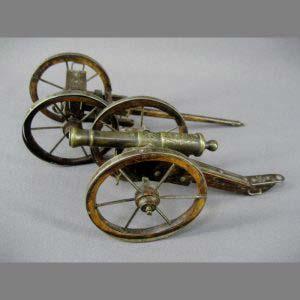 Модель пушки. Бронза, патинирование, дерево. Франция, вторая половина XIX века. Диаметр колеса: 7,5 см.