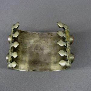 Браслет. Металл, серебрение, агат. Восток, XIX век. Ширина: 5,0 см.