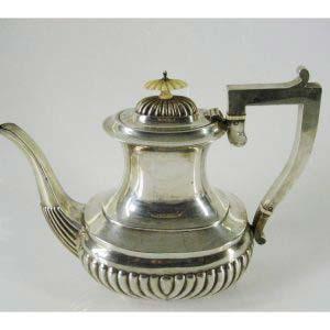 Чайник. Серебро 925 пробы; М=660,0 г; кость. Великобритания, Бирмингем, вторая половина XIX века.