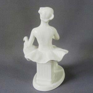 """Композиция """"Сидящая балерина"""" (""""Балерина на тумбе""""). Автор модели: О. С. Артамонова. Фарфор. СССР, Вербилки, 60-е годы ХХ века.Высота: 20 см."""