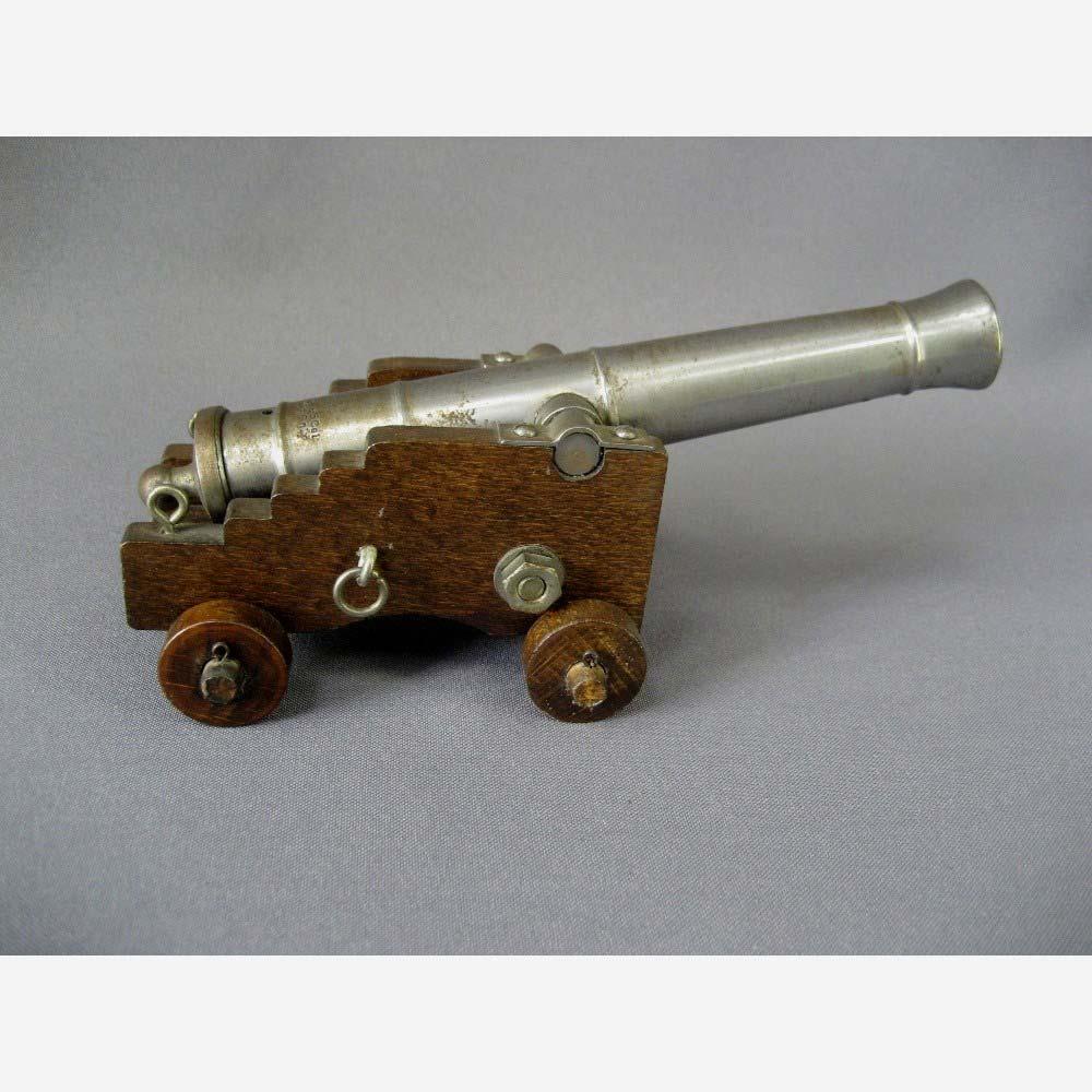 Модель испанской пушки 45 калибра. Металл, дерево. Европа, XIX век. Высота: 9,0 см.