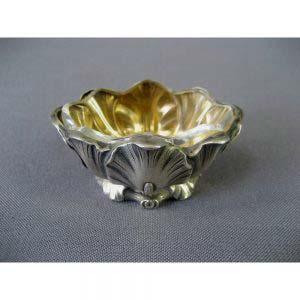 """Солонка. Серебро 950; М=14,0; золочение, стекло. Франция, XIX век (""""неорококо""""). Высота: 3,0 см."""